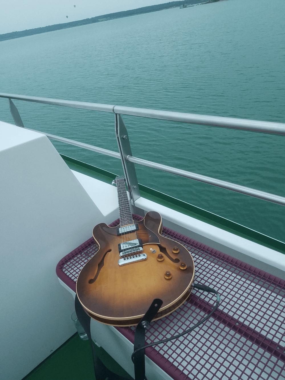 Gitarre-Duo-jazz-buchen-Schiff-draußen